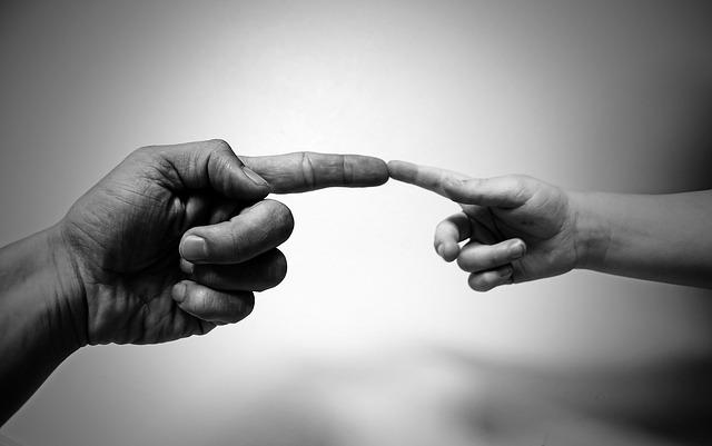 dotek prsty