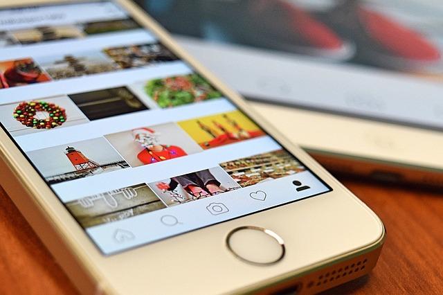 mobil s Instagramem